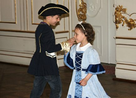 children dancing at Schonbrunn Palace
